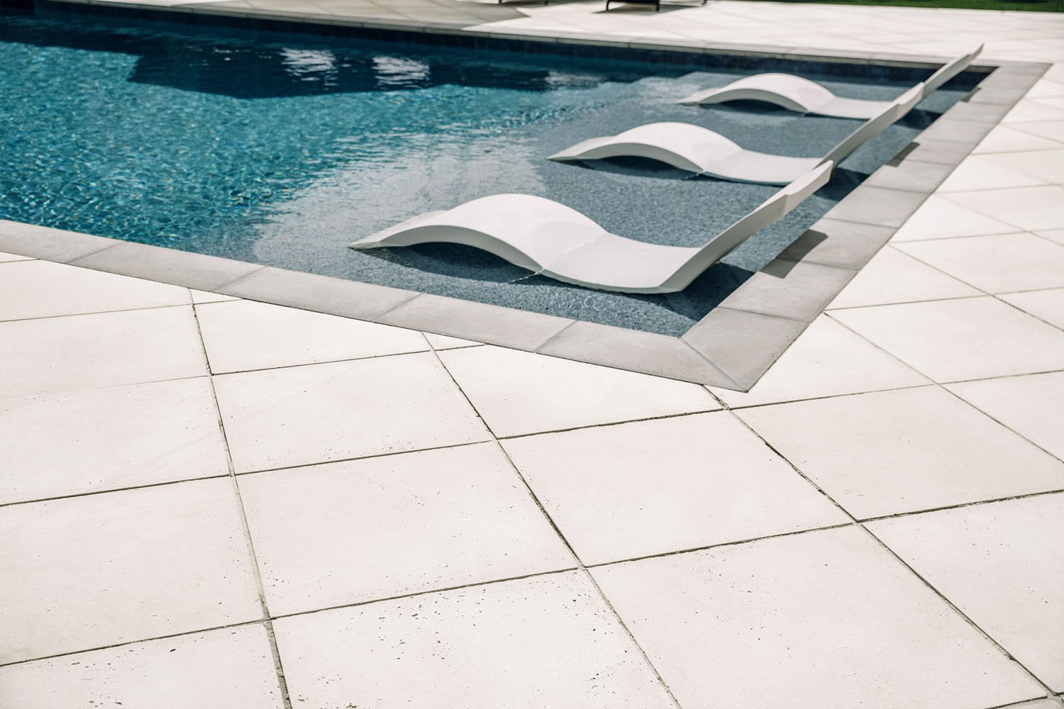Smooth Pavers in Oyster with Steel Coping